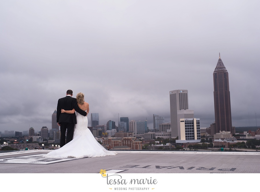 ventanas_wedding_pictures_tessa_marie_weddings_rainy_wedding_day_pictures_atlanta_skyline_wedding_0090