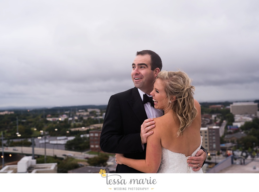 ventanas_wedding_pictures_tessa_marie_weddings_rainy_wedding_day_pictures_atlanta_skyline_wedding_0091