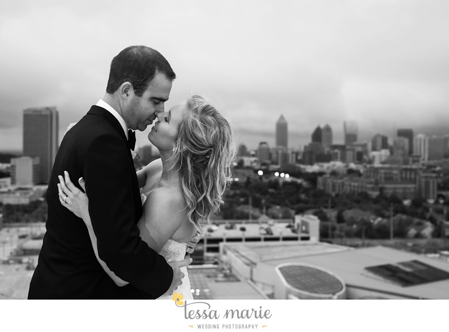 ventanas_wedding_pictures_tessa_marie_weddings_rainy_wedding_day_pictures_atlanta_skyline_wedding_0092