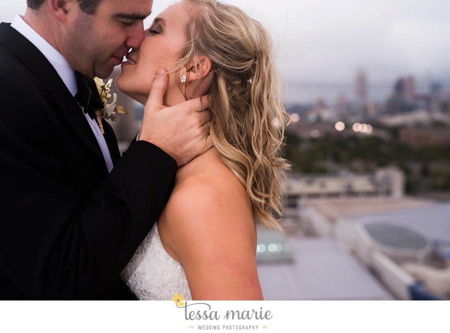 ventanas_wedding_pictures_tessa_marie_weddings_rainy_wedding_day_pictures_atlanta_skyline_wedding_0093