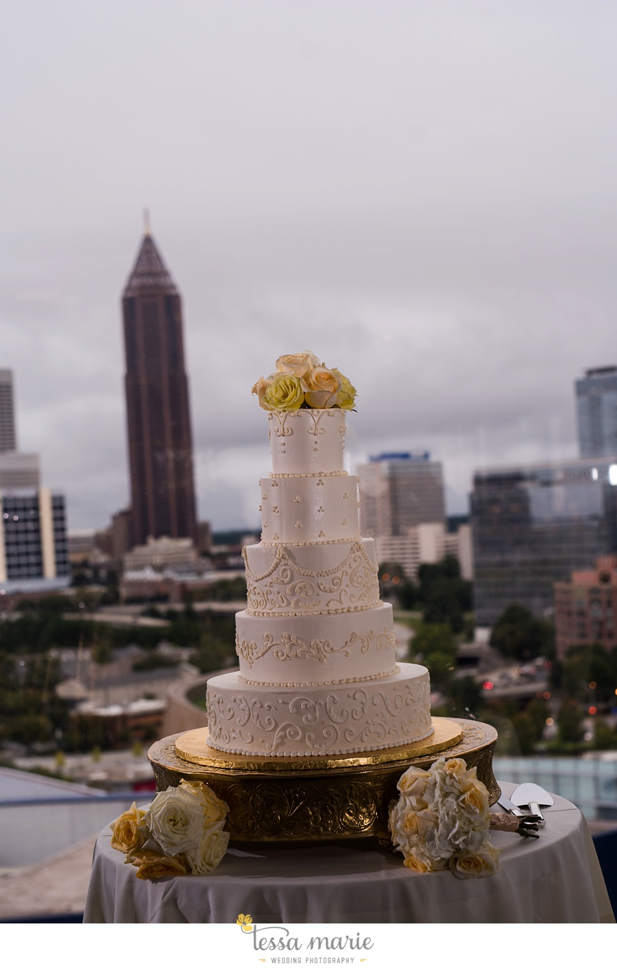 ventanas_wedding_pictures_tessa_marie_weddings_rainy_wedding_day_pictures_atlanta_skyline_wedding_0108