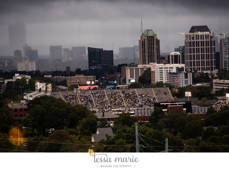 ventanas_wedding_pictures_tessa_marie_weddings_rainy_wedding_day_pictures_atlanta_skyline_wedding_0109
