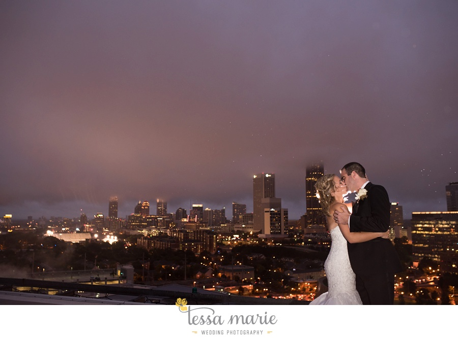 ventanas_wedding_pictures_tessa_marie_weddings_rainy_wedding_day_pictures_atlanta_skyline_wedding_0115