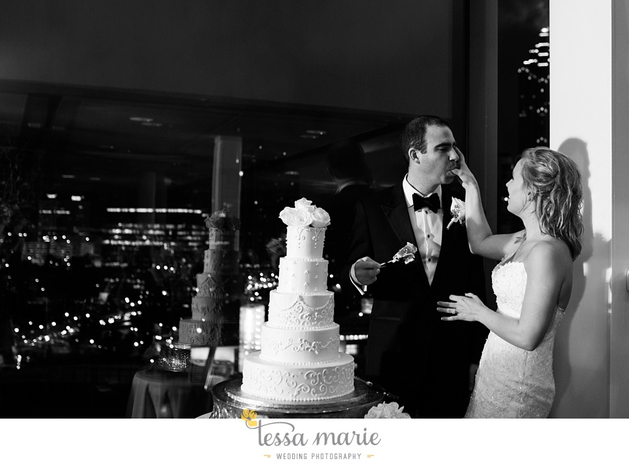 ventanas_wedding_pictures_tessa_marie_weddings_rainy_wedding_day_pictures_atlanta_skyline_wedding_0118