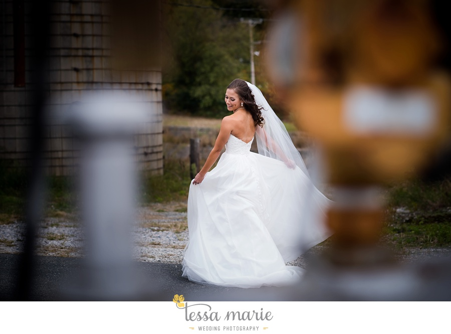 baltimore_outdoor_Wedding_pictures_fall_wedding_farm_wedding_tessa_marie_Weddings_0040