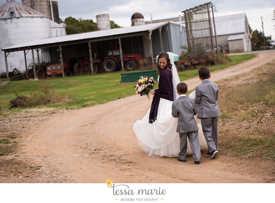baltimore_outdoor_Wedding_pictures_fall_wedding_farm_wedding_tessa_marie_Weddings_0093