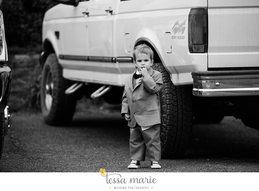baltimore_outdoor_Wedding_pictures_fall_wedding_farm_wedding_tessa_marie_Weddings_0097