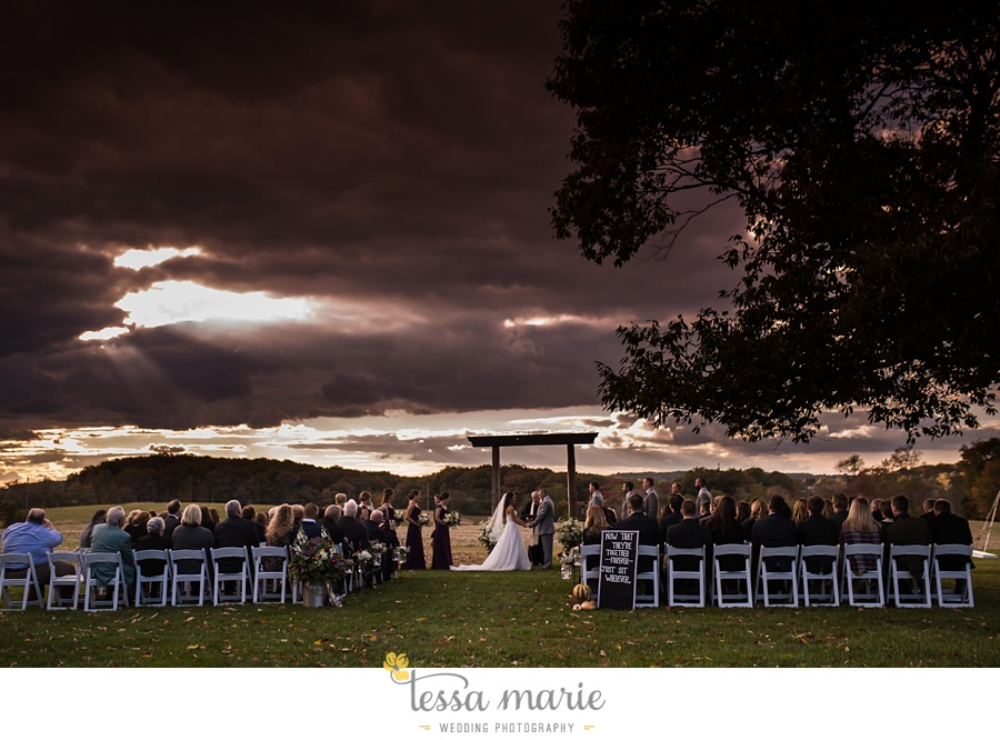 baltimore_outdoor_Wedding_pictures_fall_wedding_farm_wedding_tessa_marie_Weddings_0113
