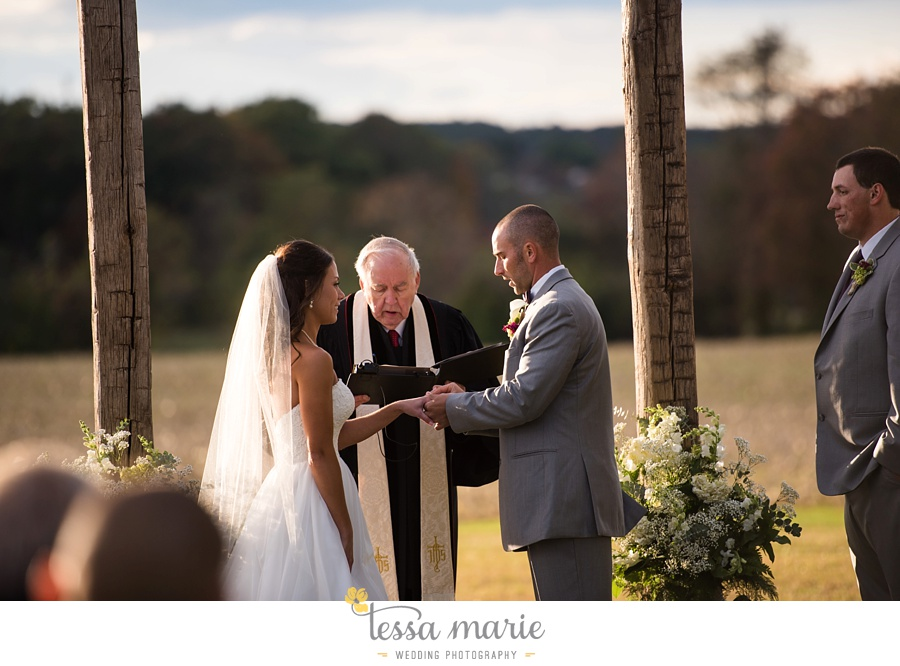 baltimore_outdoor_Wedding_pictures_fall_wedding_farm_wedding_tessa_marie_Weddings_0116