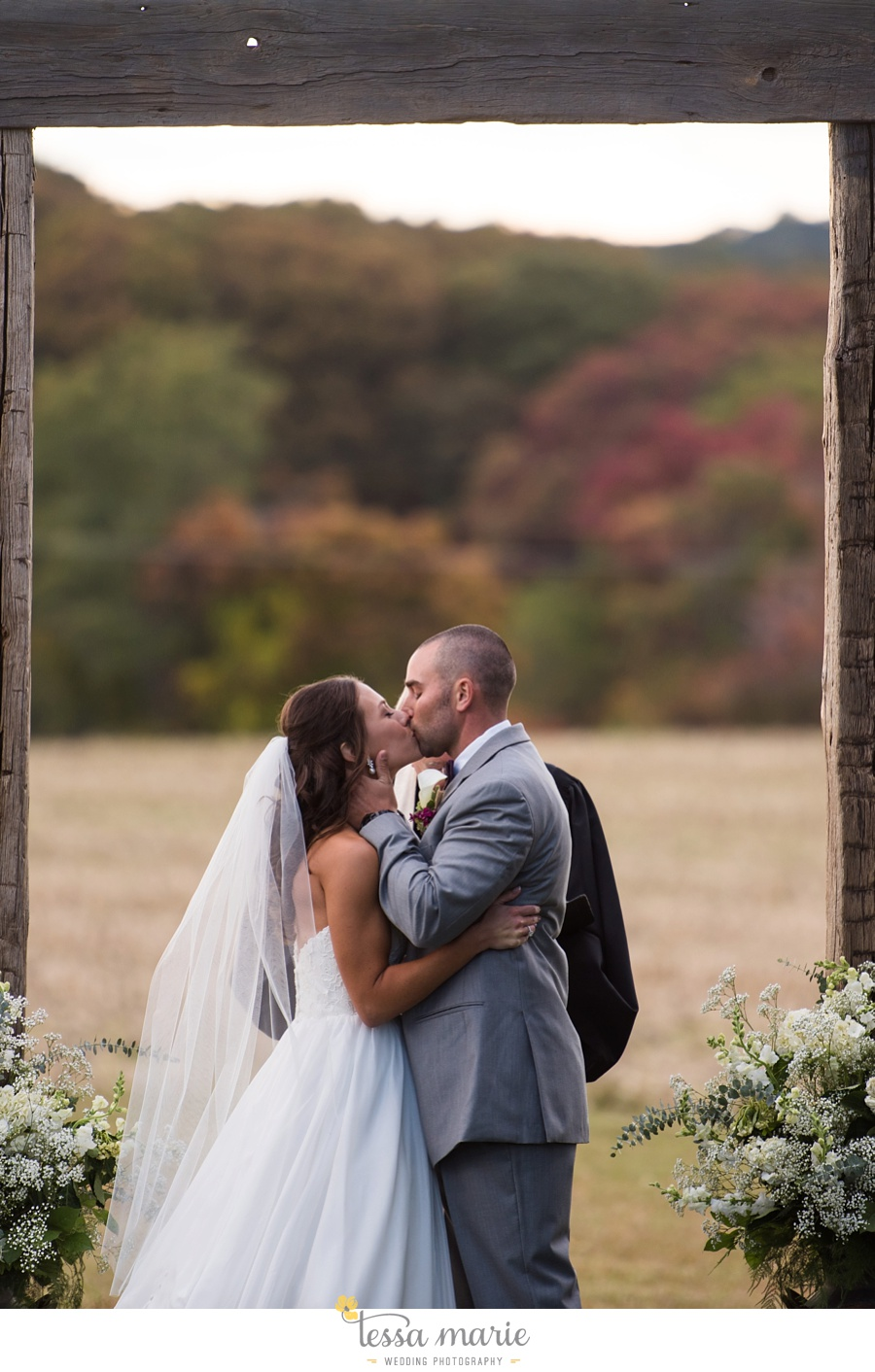 baltimore_outdoor_Wedding_pictures_fall_wedding_farm_wedding_tessa_marie_Weddings_0118