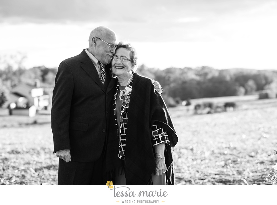 baltimore_outdoor_Wedding_pictures_fall_wedding_farm_wedding_tessa_marie_Weddings_0125