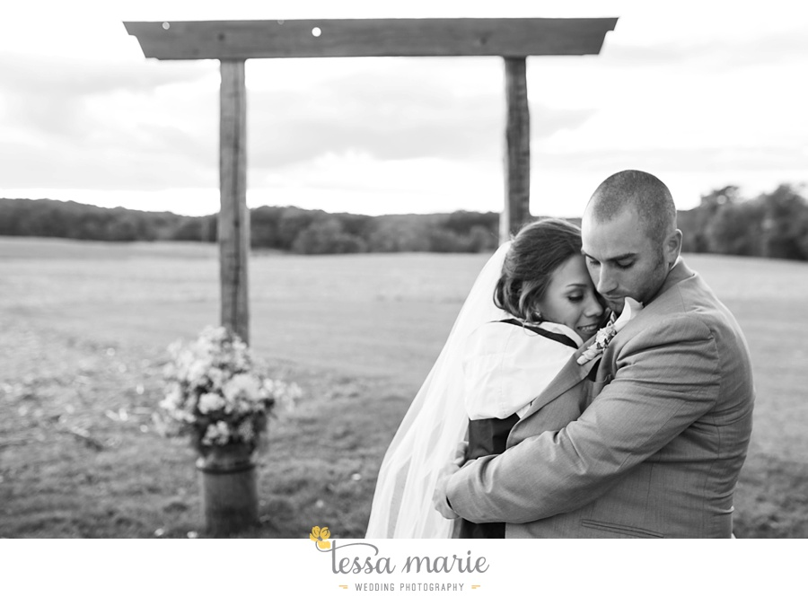 baltimore_outdoor_Wedding_pictures_fall_wedding_farm_wedding_tessa_marie_Weddings_0129