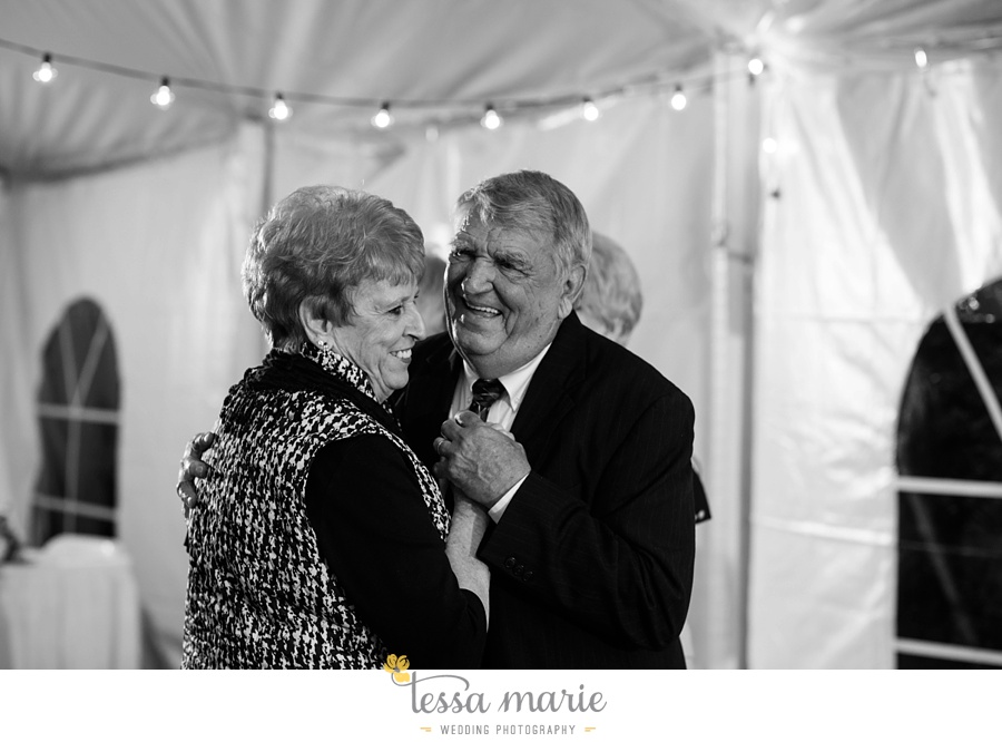 baltimore_outdoor_Wedding_pictures_fall_wedding_farm_wedding_tessa_marie_Weddings_0147
