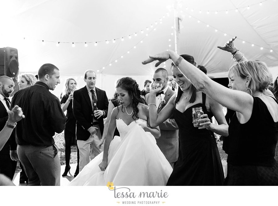 baltimore_outdoor_Wedding_pictures_fall_wedding_farm_wedding_tessa_marie_Weddings_0149
