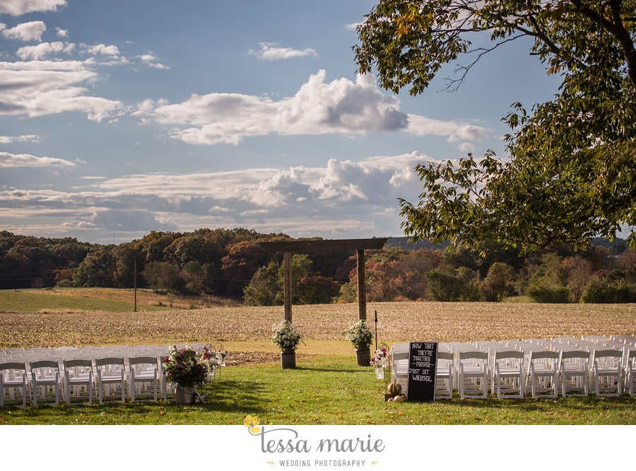 baltimore_outdoor_Wedding_pictures_fall_wedding_farm_wedding_tessa_marie_Weddings_0157
