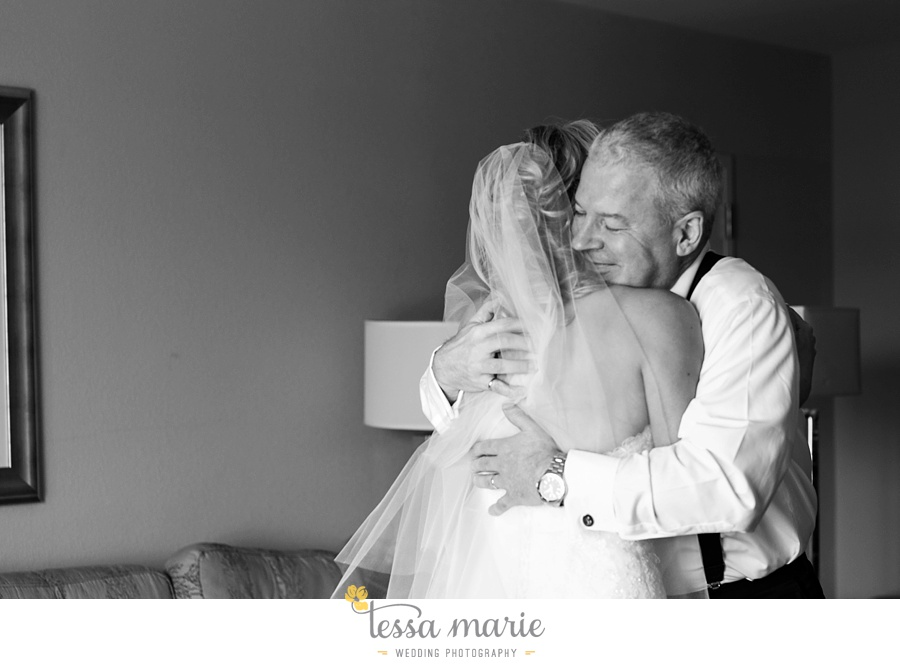 ventanas_wedding_pictures_tessa_marie_weddings_rainy_wedding_day_pictures_atlanta_skyline_wedding_0023