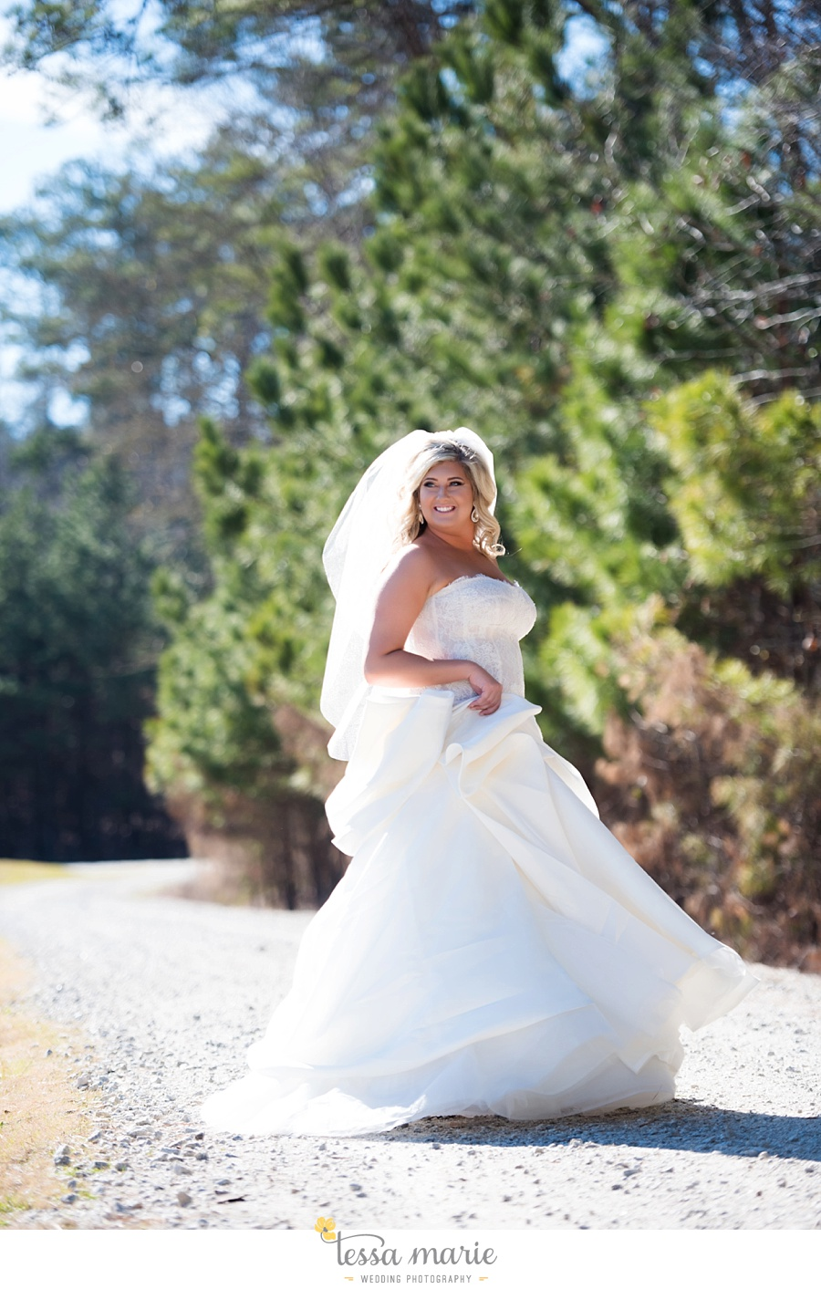 foxhall_outdoor_wedding_stables_pictures_tessa_marie_weddings_kayla_buck_bloomin_bouquets_joan_pillow_atlanta_wedding_pictures_0027