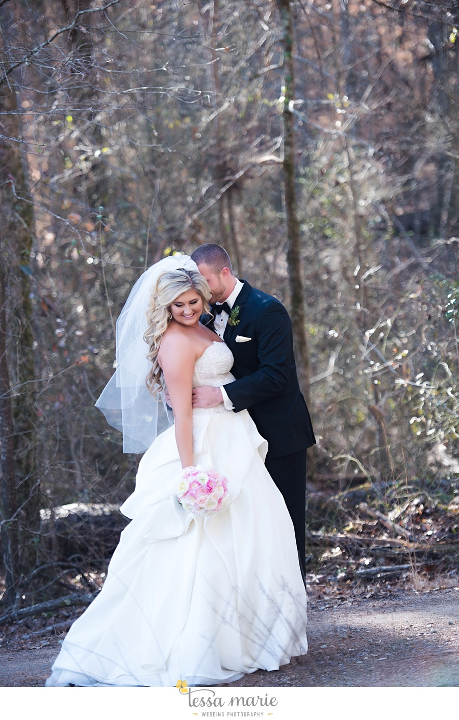 foxhall_outdoor_wedding_stables_pictures_tessa_marie_weddings_kayla_buck_bloomin_bouquets_joan_pillow_atlanta_wedding_pictures_0055
