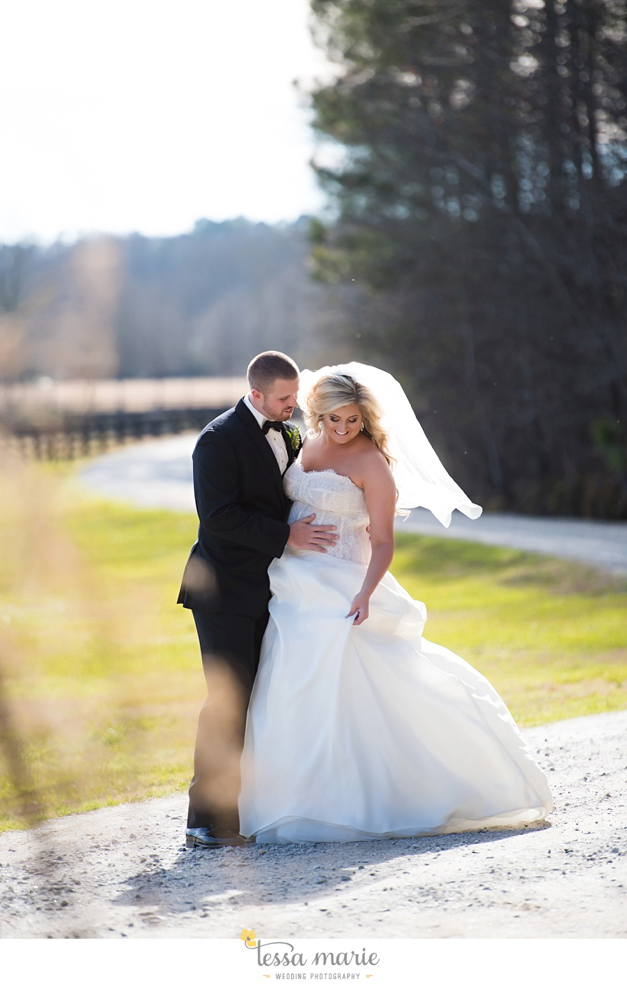foxhall_outdoor_wedding_stables_pictures_tessa_marie_weddings_kayla_buck_bloomin_bouquets_joan_pillow_atlanta_wedding_pictures_0078