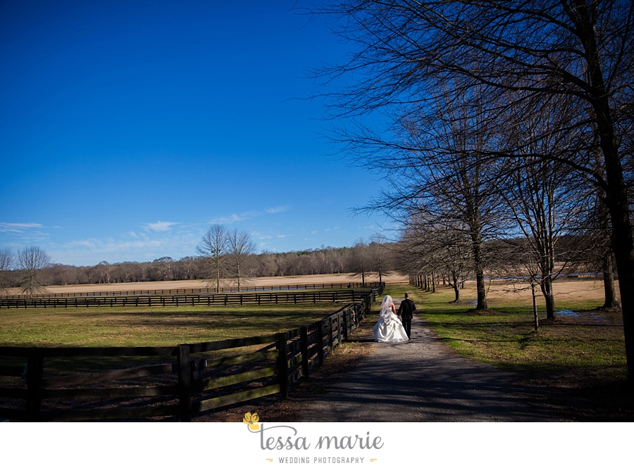 foxhall_outdoor_wedding_stables_pictures_tessa_marie_weddings_kayla_buck_bloomin_bouquets_joan_pillow_atlanta_wedding_pictures_0112