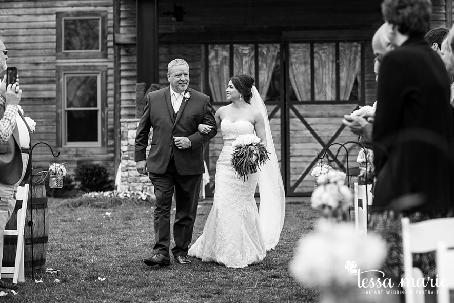 walters_barn_tessa_marie_Weddings_outdoor_wedding_photographer_passion_moments_stories_0043