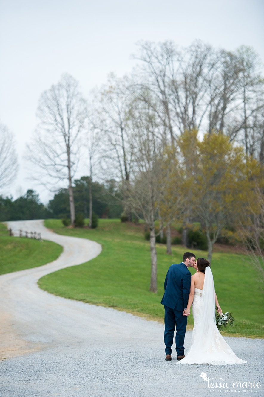 walters_barn_tessa_marie_Weddings_outdoor_wedding_photographer_passion_moments_stories_0044