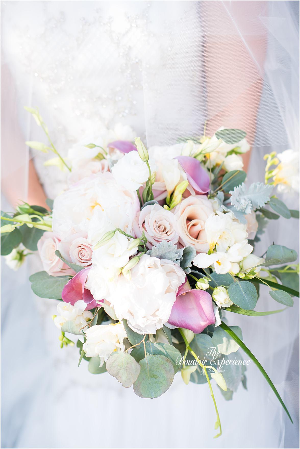 lake_lanier_wedding_summer_pictures_legacy_moments_family_candid_atlantas_best_wedding_photographer_tessa_marie_weddings_lake_lanier_bride_out_door_wedding_0001