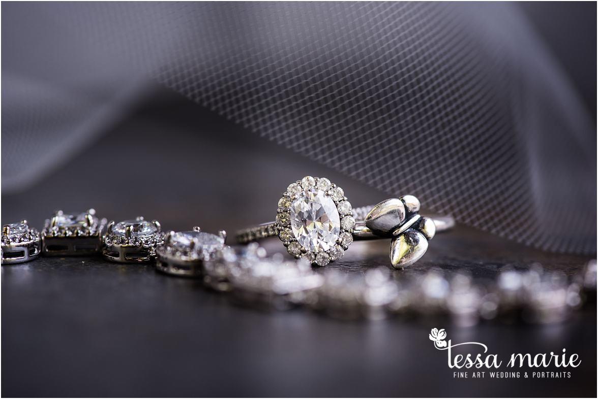 lake_lanier_wedding_summer_pictures_legacy_moments_family_candid_atlantas_best_wedding_photographer_tessa_marie_weddings_lake_lanier_bride_out_door_wedding_0019