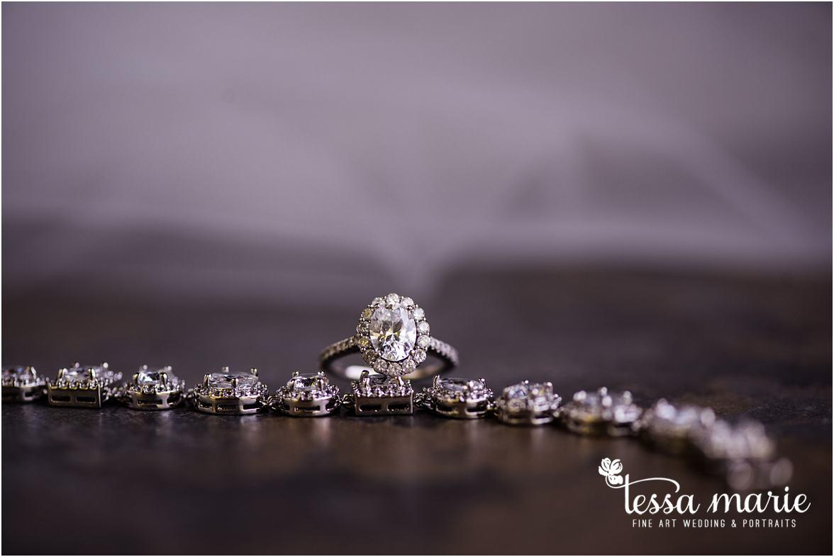 lake_lanier_wedding_summer_pictures_legacy_moments_family_candid_atlantas_best_wedding_photographer_tessa_marie_weddings_lake_lanier_bride_out_door_wedding_0021