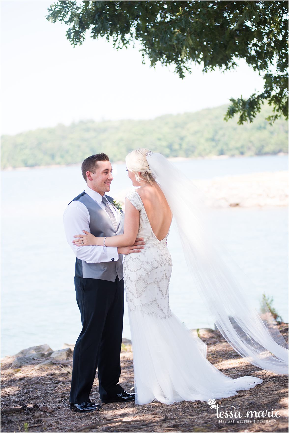lake_lanier_wedding_summer_pictures_legacy_moments_family_candid_atlantas_best_wedding_photographer_tessa_marie_weddings_lake_lanier_bride_out_door_wedding_0074