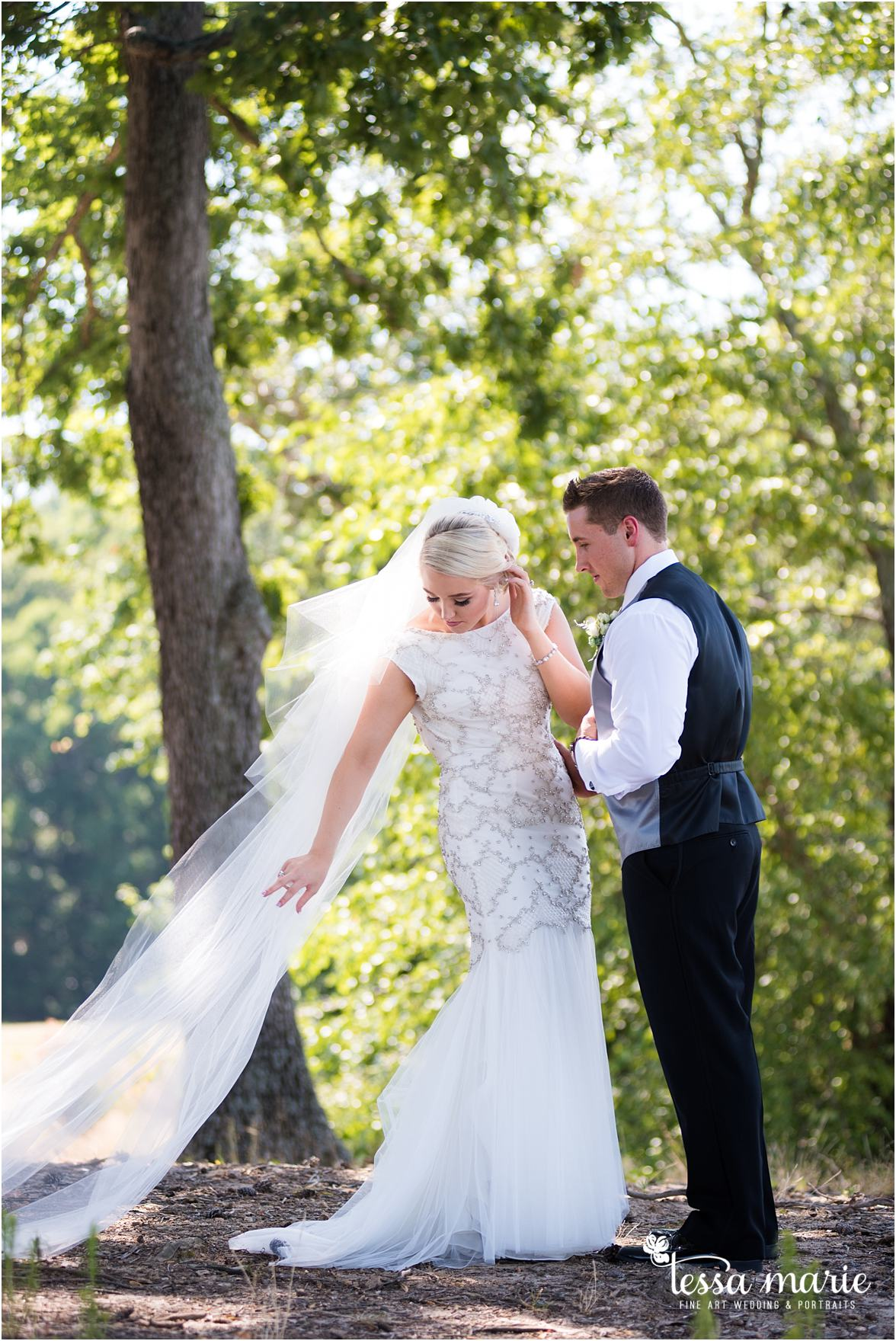 lake_lanier_wedding_summer_pictures_legacy_moments_family_candid_atlantas_best_wedding_photographer_tessa_marie_weddings_lake_lanier_bride_out_door_wedding_0076