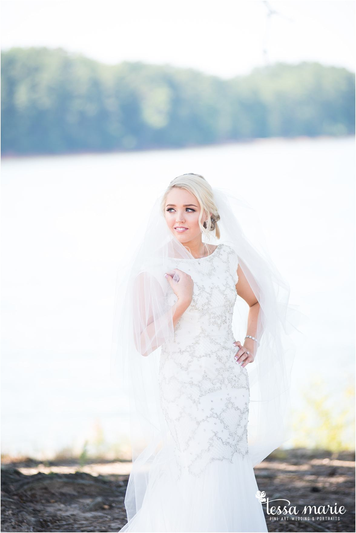 lake_lanier_wedding_summer_pictures_legacy_moments_family_candid_atlantas_best_wedding_photographer_tessa_marie_weddings_lake_lanier_bride_out_door_wedding_0092