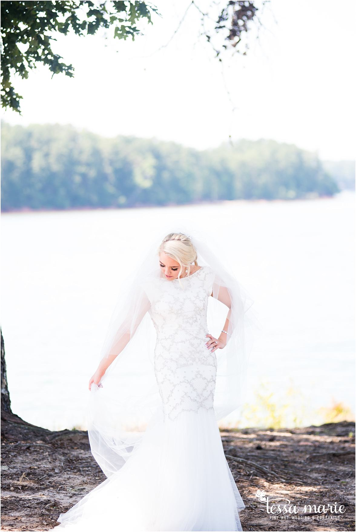 lake_lanier_wedding_summer_pictures_legacy_moments_family_candid_atlantas_best_wedding_photographer_tessa_marie_weddings_lake_lanier_bride_out_door_wedding_0097