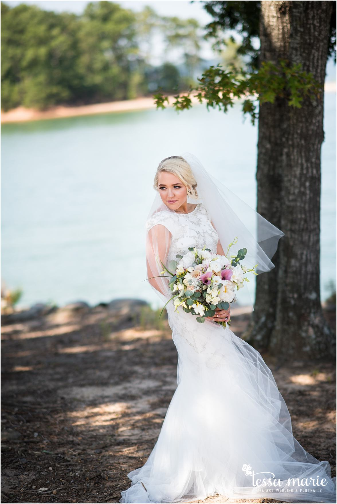 lake_lanier_wedding_summer_pictures_legacy_moments_family_candid_atlantas_best_wedding_photographer_tessa_marie_weddings_lake_lanier_bride_out_door_wedding_0107