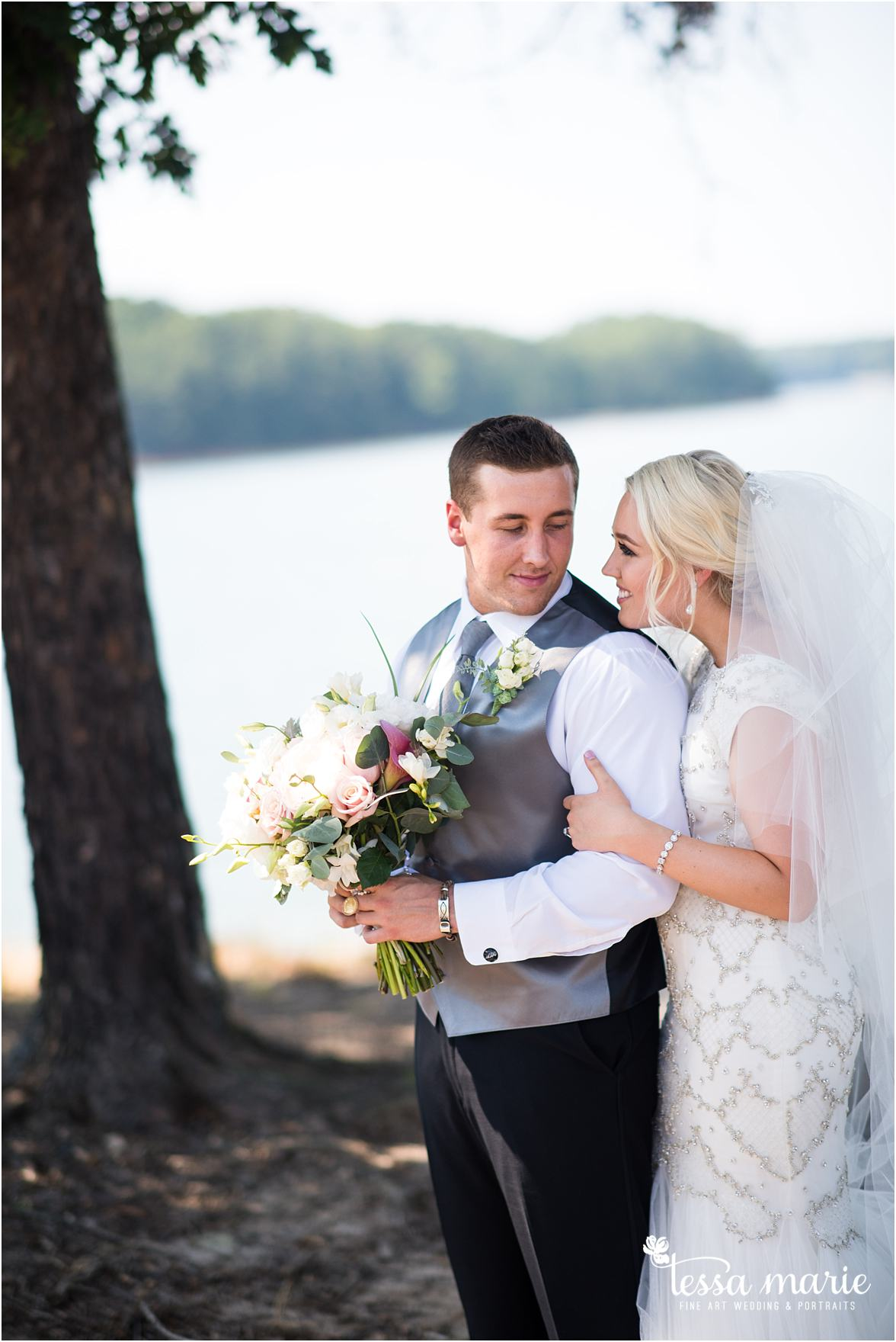 lake_lanier_wedding_summer_pictures_legacy_moments_family_candid_atlantas_best_wedding_photographer_tessa_marie_weddings_lake_lanier_bride_out_door_wedding_0114