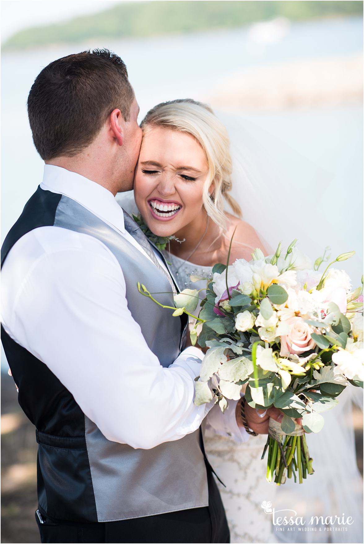 lake_lanier_wedding_summer_pictures_legacy_moments_family_candid_atlantas_best_wedding_photographer_tessa_marie_weddings_lake_lanier_bride_out_door_wedding_0115