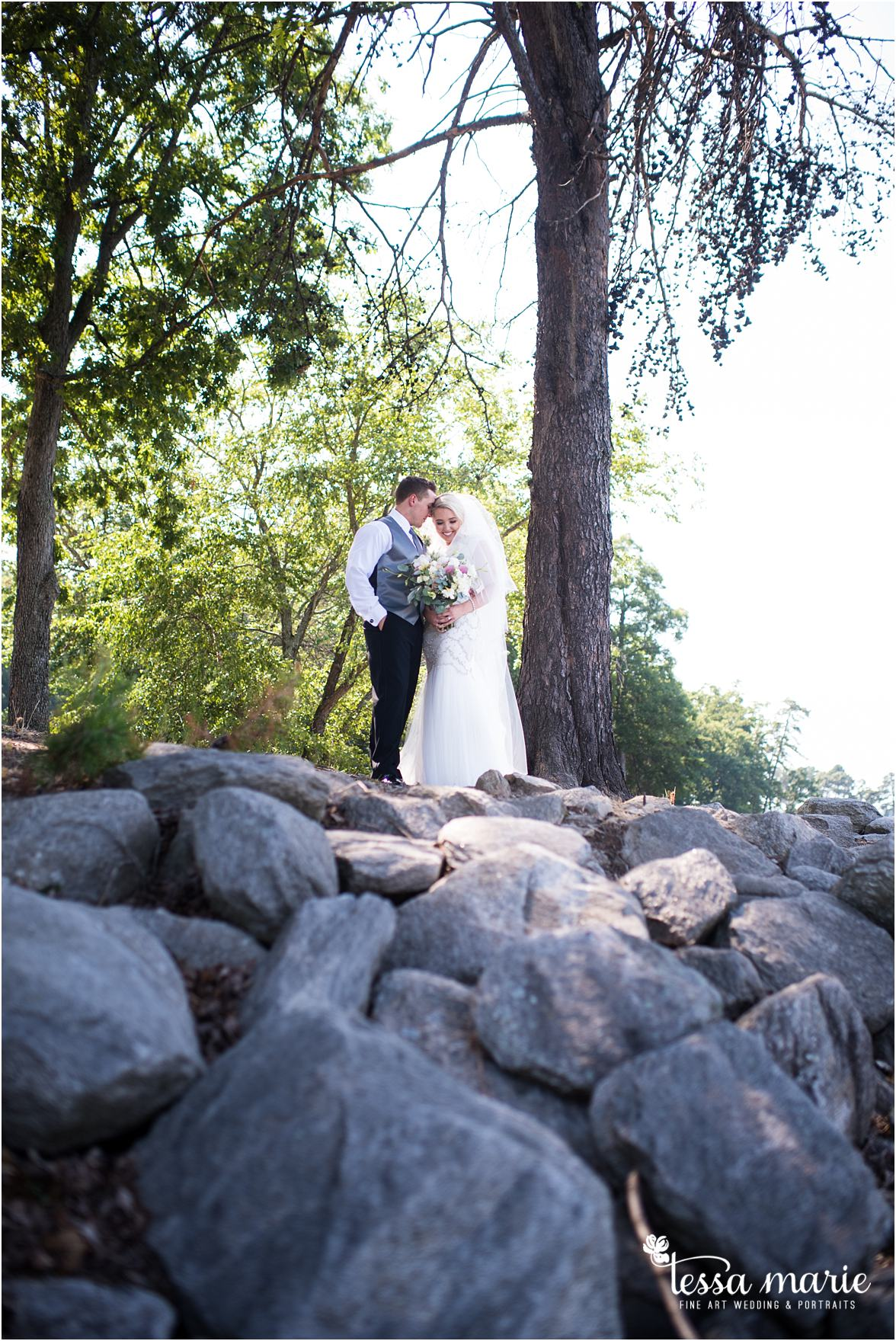 lake_lanier_wedding_summer_pictures_legacy_moments_family_candid_atlantas_best_wedding_photographer_tessa_marie_weddings_lake_lanier_bride_out_door_wedding_0119