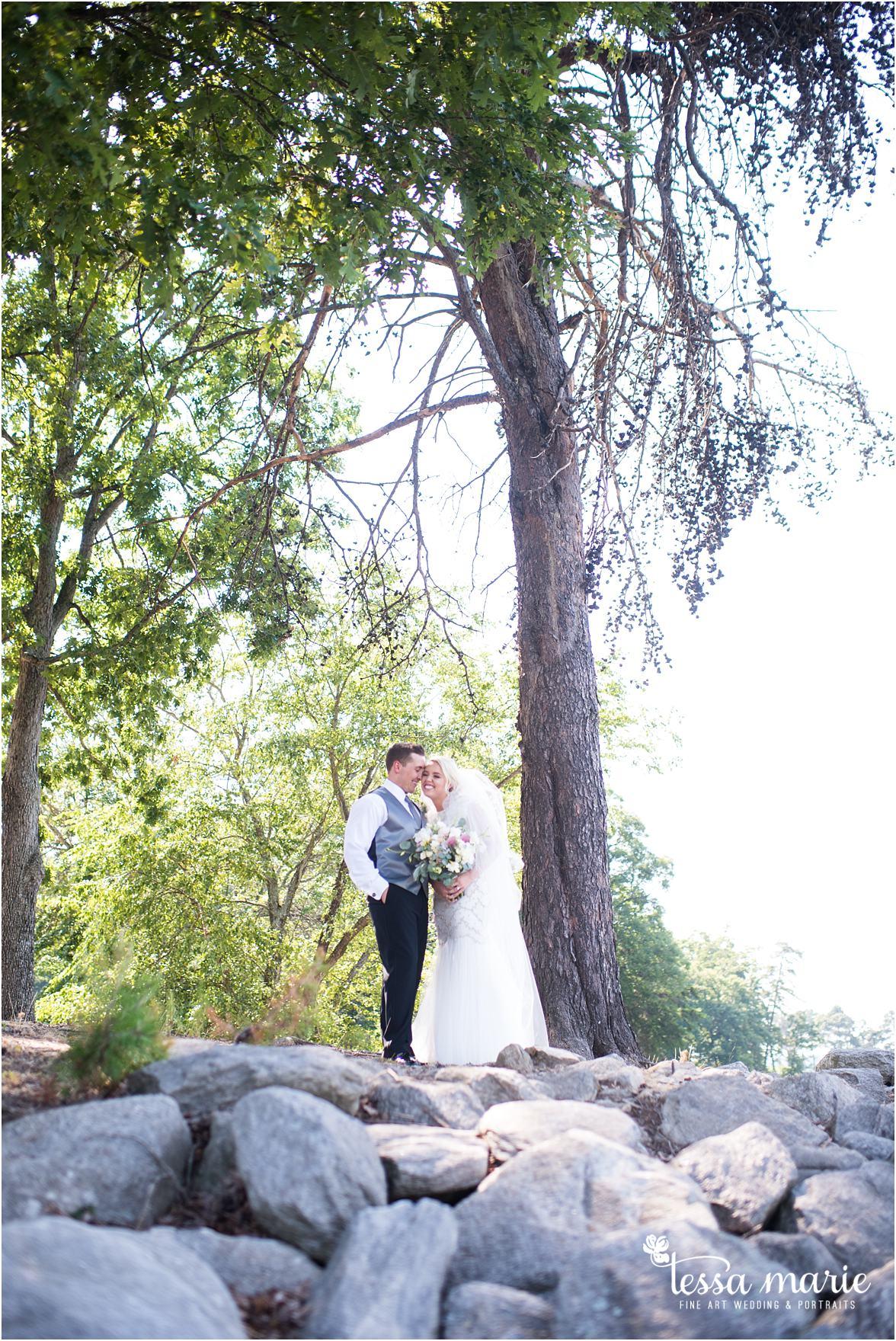 lake_lanier_wedding_summer_pictures_legacy_moments_family_candid_atlantas_best_wedding_photographer_tessa_marie_weddings_lake_lanier_bride_out_door_wedding_0122