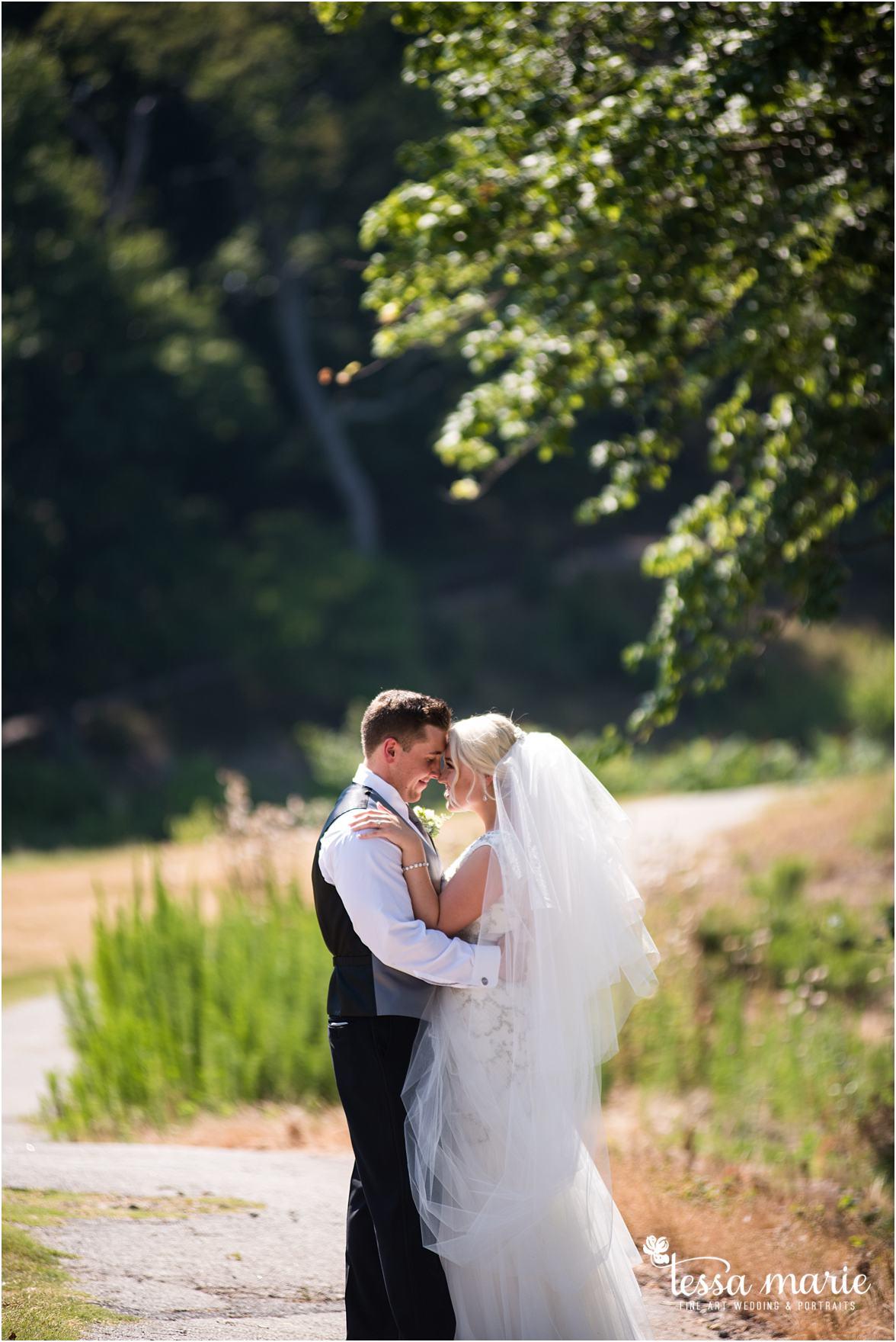 lake_lanier_wedding_summer_pictures_legacy_moments_family_candid_atlantas_best_wedding_photographer_tessa_marie_weddings_lake_lanier_bride_out_door_wedding_0146