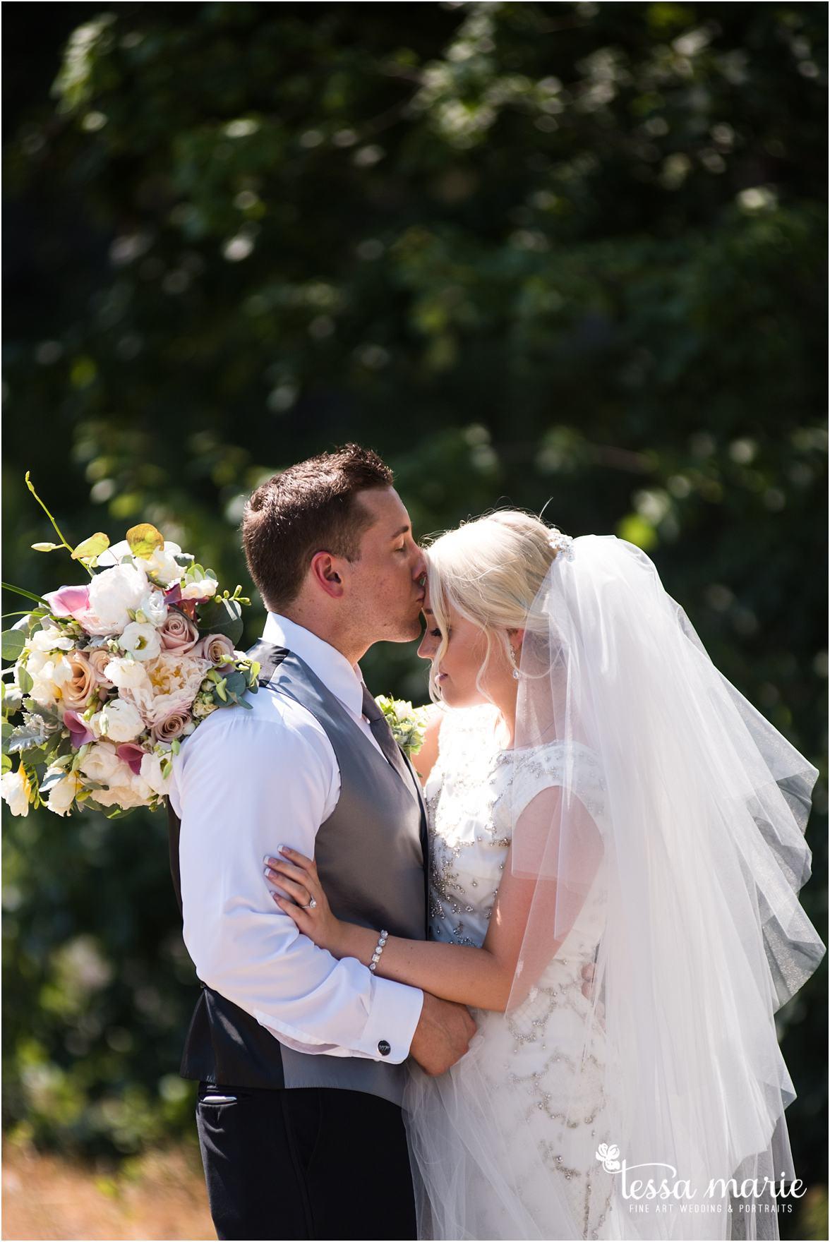 lake_lanier_wedding_summer_pictures_legacy_moments_family_candid_atlantas_best_wedding_photographer_tessa_marie_weddings_lake_lanier_bride_out_door_wedding_0149