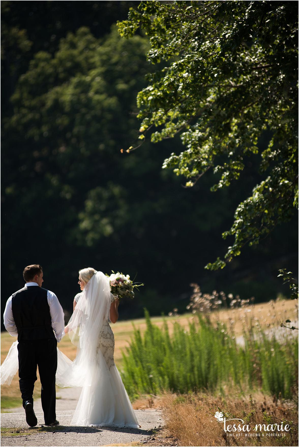 lake_lanier_wedding_summer_pictures_legacy_moments_family_candid_atlantas_best_wedding_photographer_tessa_marie_weddings_lake_lanier_bride_out_door_wedding_0163