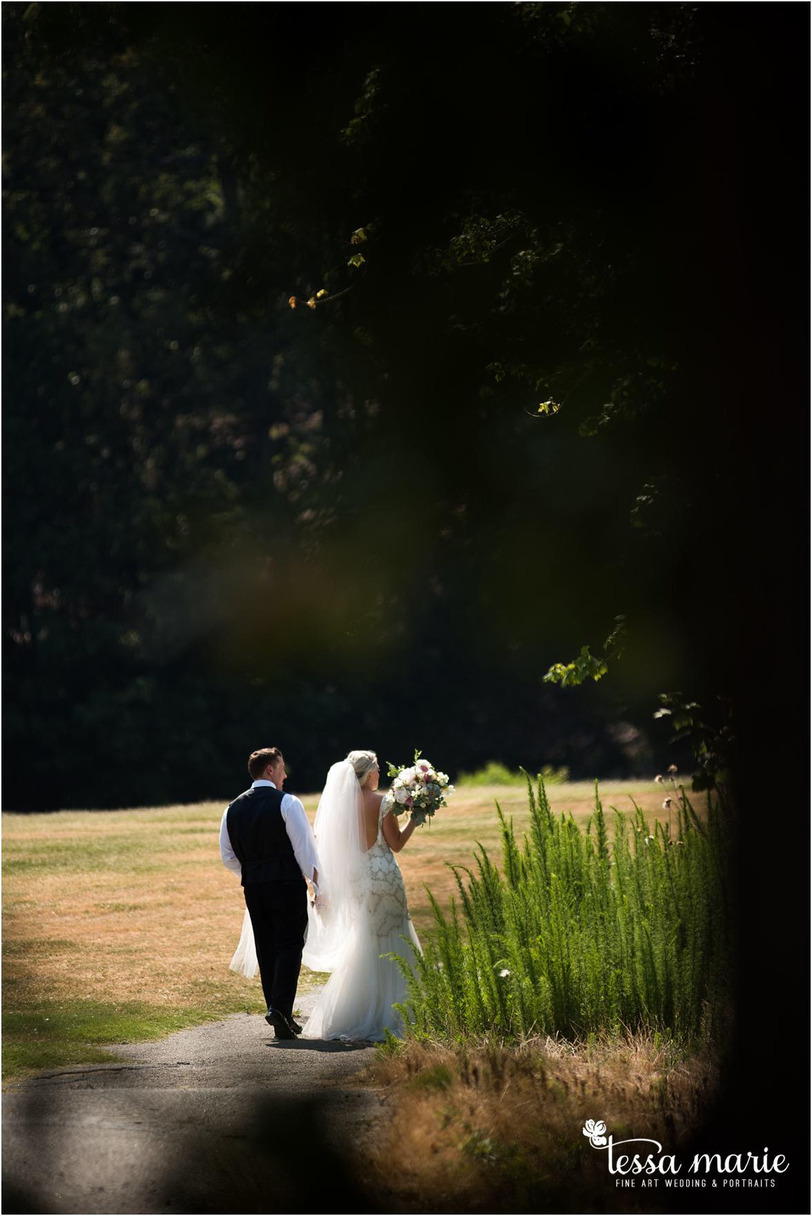 lake_lanier_wedding_summer_pictures_legacy_moments_family_candid_atlantas_best_wedding_photographer_tessa_marie_weddings_lake_lanier_bride_out_door_wedding_0167