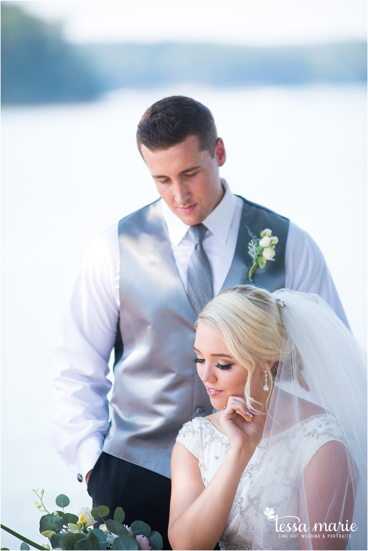 lake_lanier_wedding_summer_pictures_legacy_moments_family_candid_atlantas_best_wedding_photographer_tessa_marie_weddings_lake_lanier_bride_out_door_wedding_0174