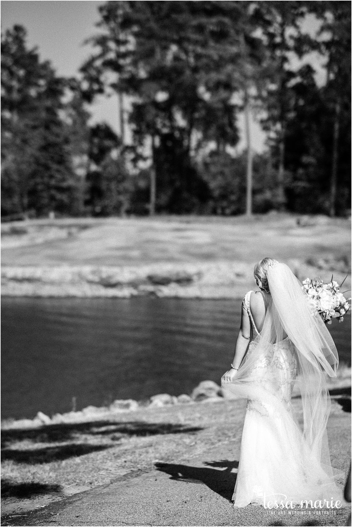 lake_lanier_wedding_summer_pictures_legacy_moments_family_candid_atlantas_best_wedding_photographer_tessa_marie_weddings_lake_lanier_bride_out_door_wedding_0238