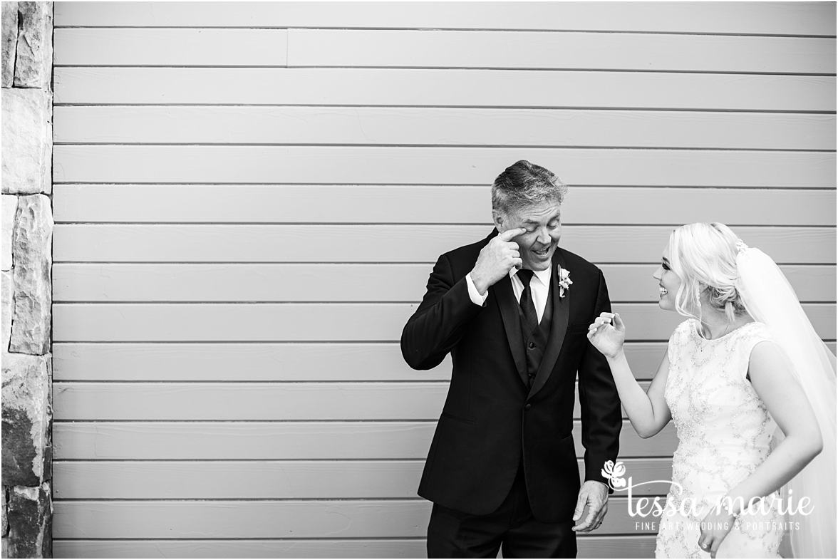 lake_lanier_wedding_summer_pictures_legacy_moments_family_candid_atlantas_best_wedding_photographer_tessa_marie_weddings_lake_lanier_bride_out_door_wedding_0245