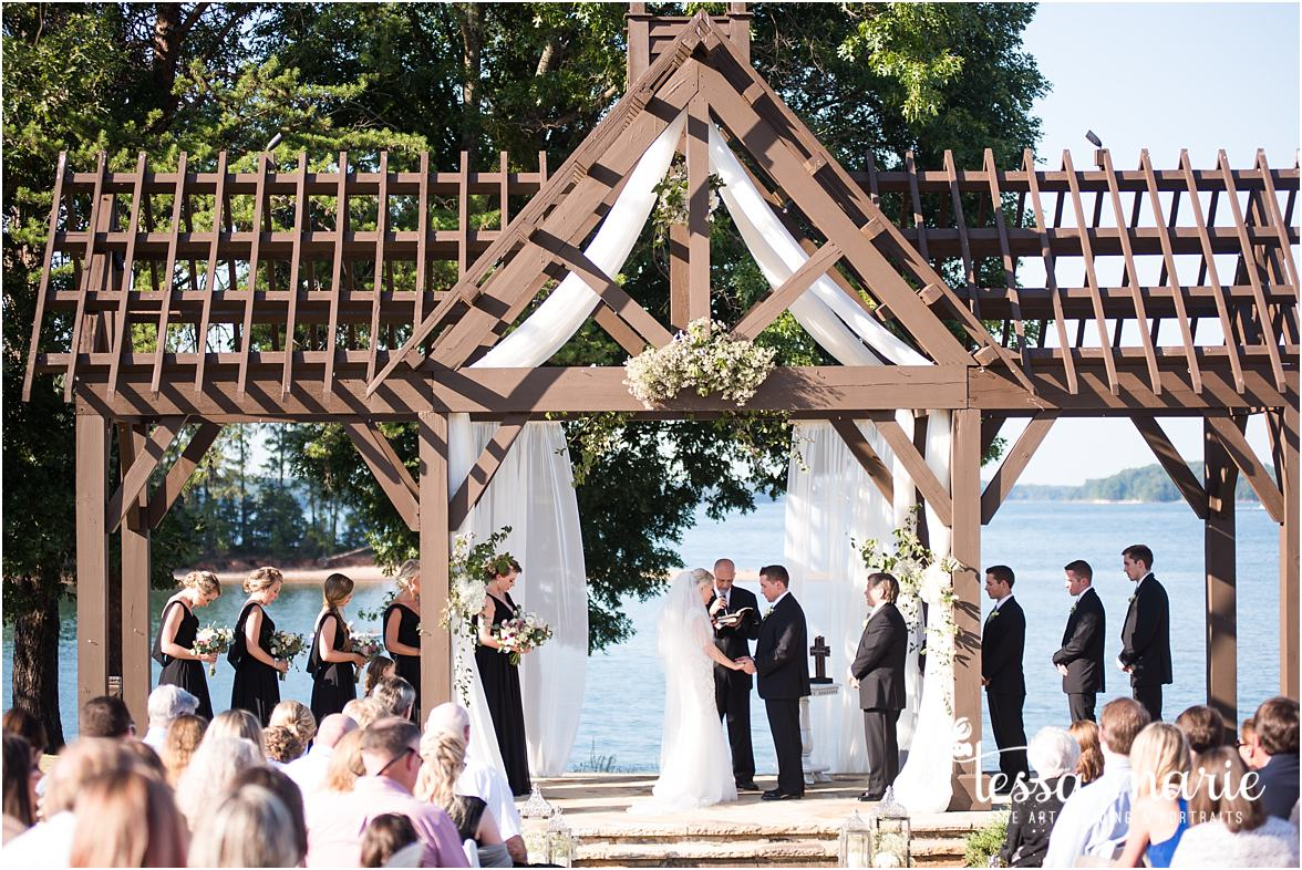 lake_lanier_wedding_summer_pictures_legacy_moments_family_candid_atlantas_best_wedding_photographer_tessa_marie_weddings_lake_lanier_bride_out_door_wedding_0285