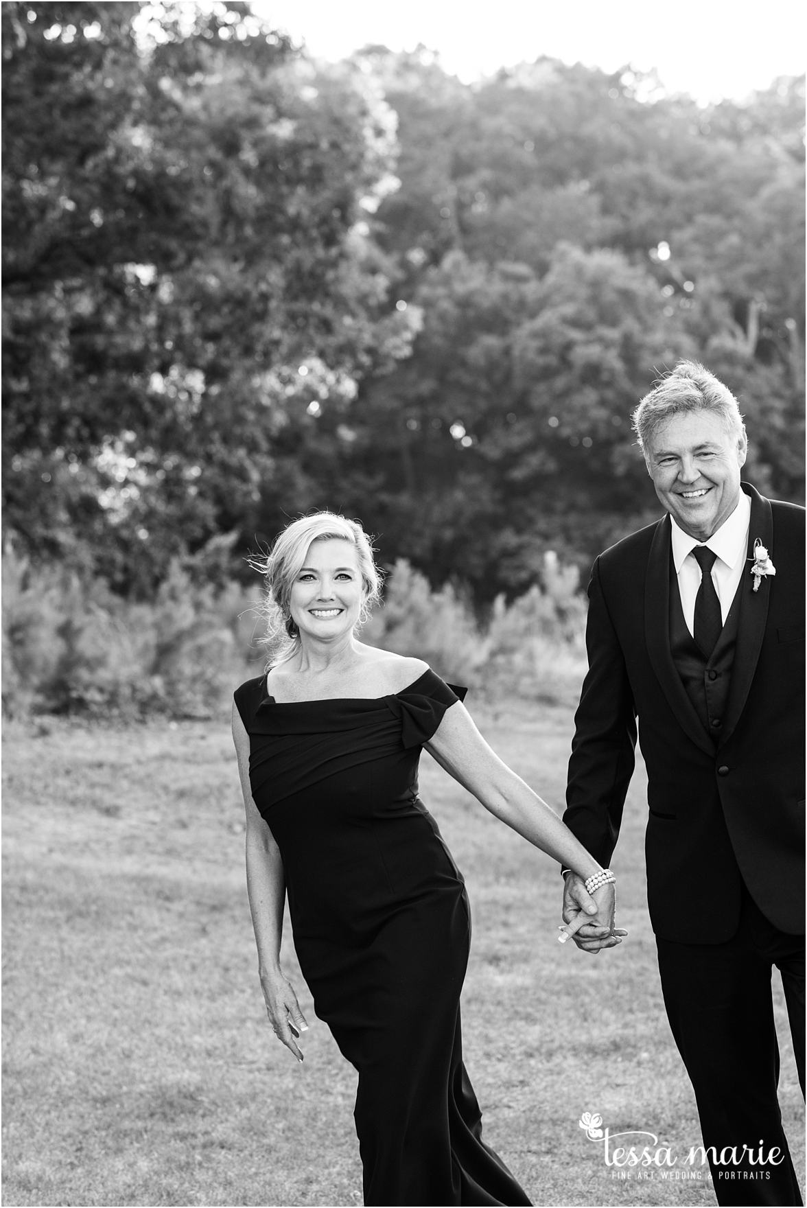 lake_lanier_wedding_summer_pictures_legacy_moments_family_candid_atlantas_best_wedding_photographer_tessa_marie_weddings_lake_lanier_bride_out_door_wedding_0295