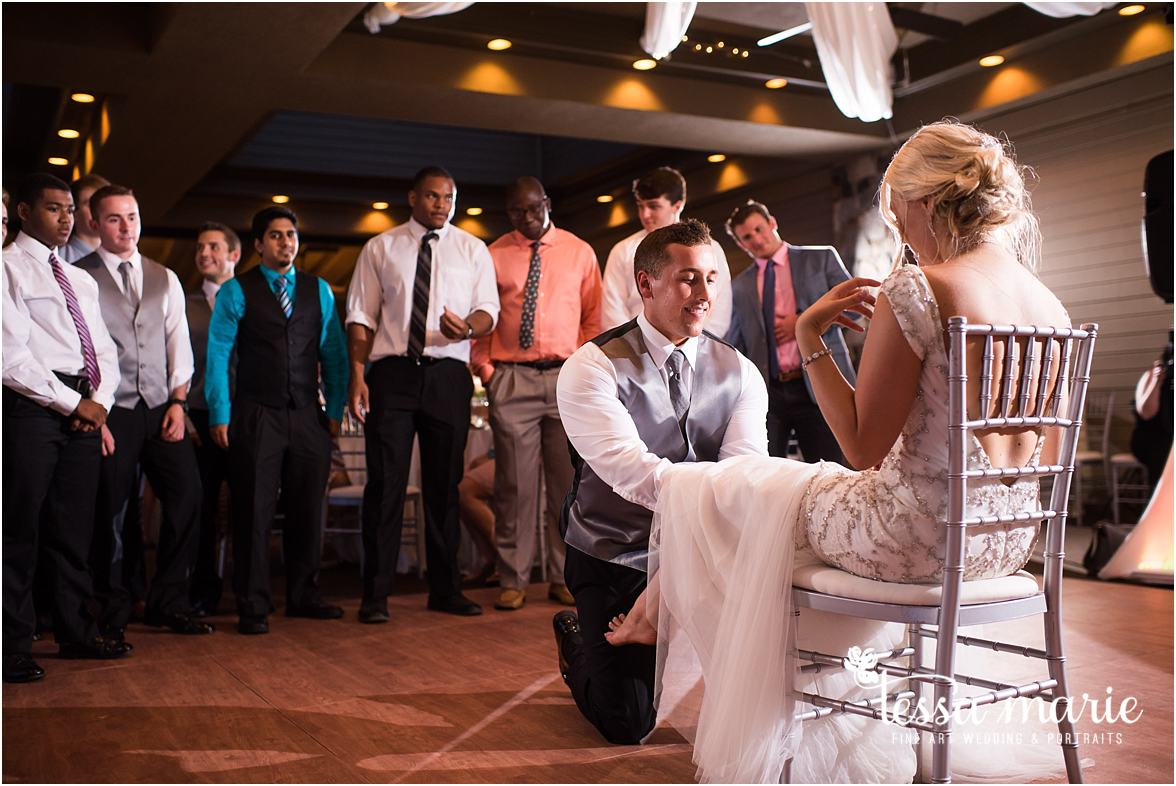 lake_lanier_wedding_summer_pictures_legacy_moments_family_candid_atlantas_best_wedding_photographer_tessa_marie_weddings_lake_lanier_bride_out_door_wedding_0355