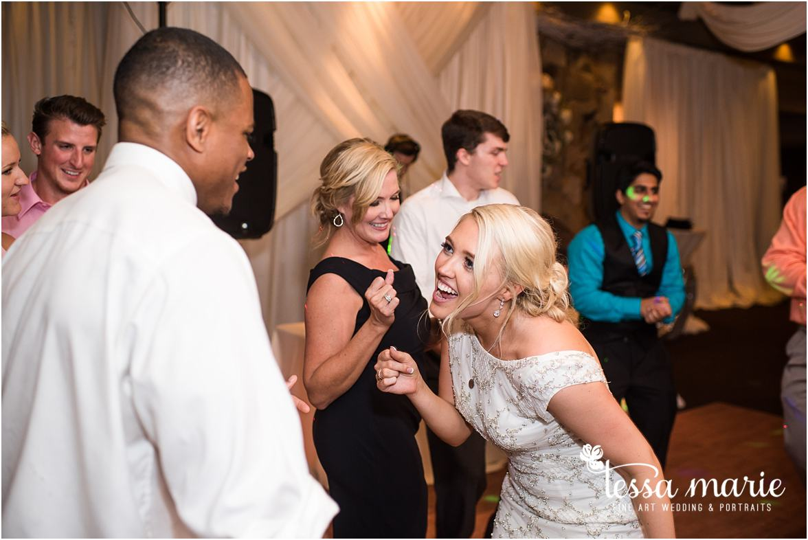 lake_lanier_wedding_summer_pictures_legacy_moments_family_candid_atlantas_best_wedding_photographer_tessa_marie_weddings_lake_lanier_bride_out_door_wedding_0368
